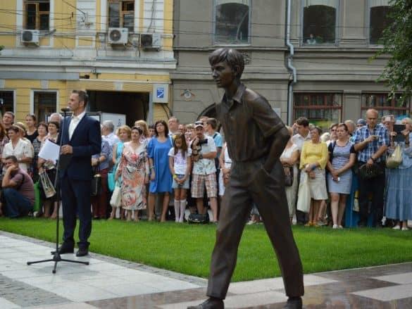 В Саратове открыт памятник Олегу Табакову